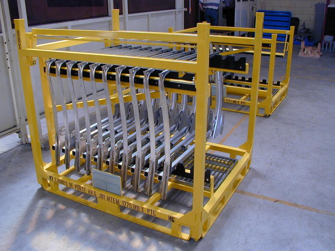 Conteneur métallique rigide pour le conditionnement de cadres de porte