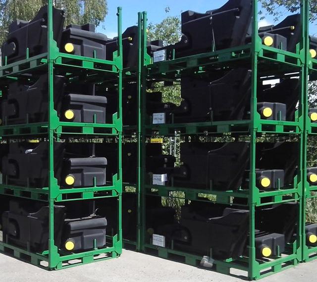 Logistique et stockage des réservoirs plastiques
